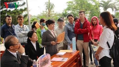 Hàng ngàn bạn trẻ tham dự ngày hội việc làm sinh viên ở Đà Nẵng - ảnh 1