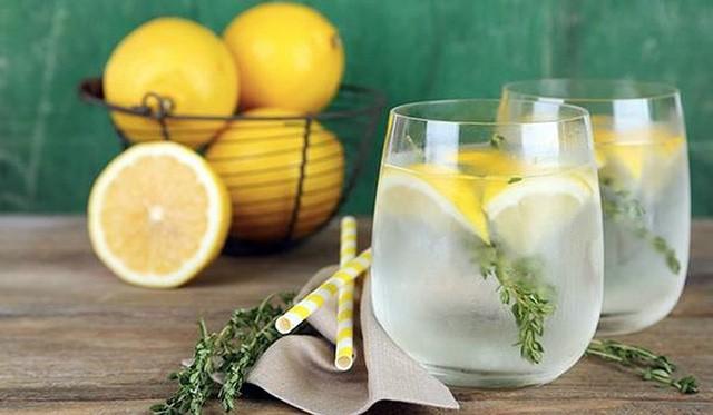 Những vấn đề sức khỏe chỉ cần giải quyết bằng một ly nước chanh - Ảnh 2.