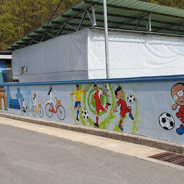 Hình ảnh HLV Park Hang Seo xuất hiện trên tường tại một góc phố tại Hàn Quốc - Ảnh 6.