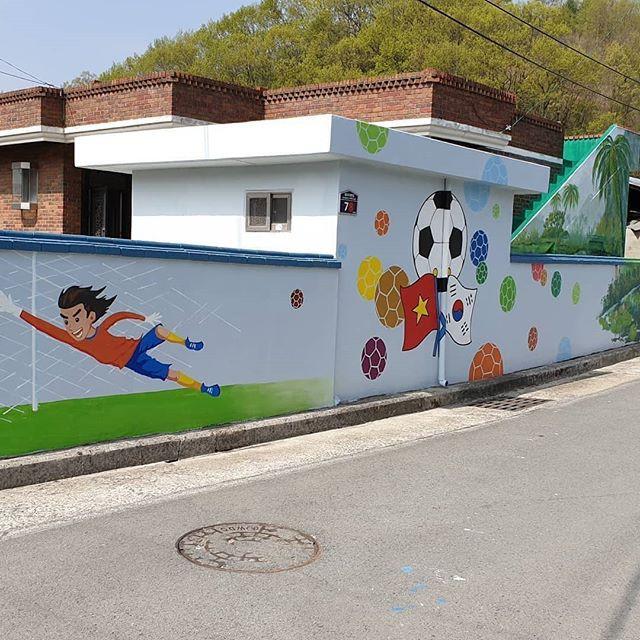 Hình ảnh HLV Park Hang Seo xuất hiện trên tường tại một góc phố tại Hàn Quốc - Ảnh 5.