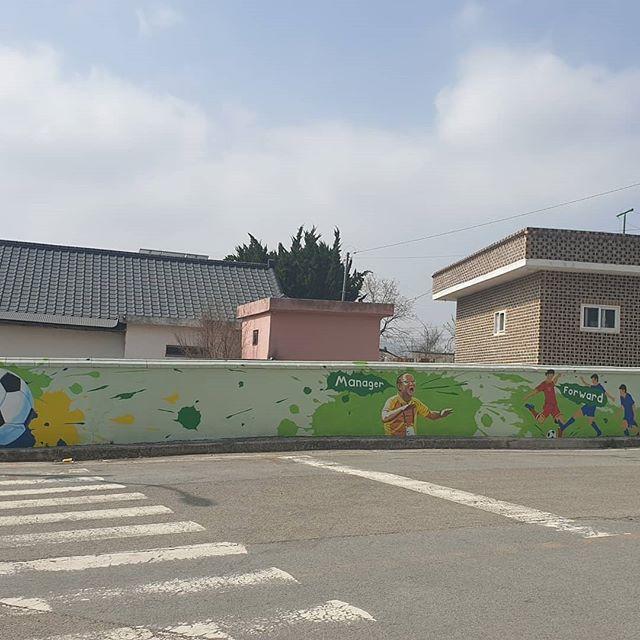 Hình ảnh HLV Park Hang Seo xuất hiện trên tường tại một góc phố tại Hàn Quốc - Ảnh 3.