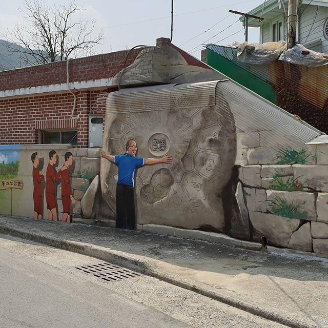 Hình ảnh HLV Park Hang Seo xuất hiện trên tường tại một góc phố tại Hàn Quốc - Ảnh 4.