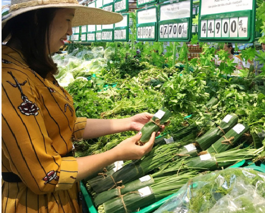 Nhiều siêu thị nhập cuộc cơn lốc gói thực phẩm bằng lá chuối - Ảnh 2.
