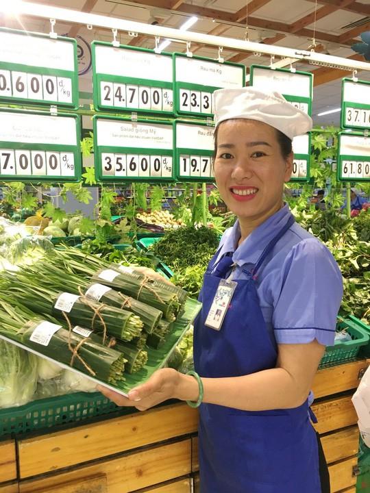 Nhiều siêu thị nhập cuộc cơn lốc gói thực phẩm bằng lá chuối - Ảnh 1.