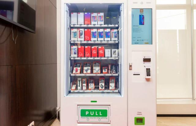 Độc đáo với máy bán điện thoại tự động như nước ngọt - Ảnh 1.