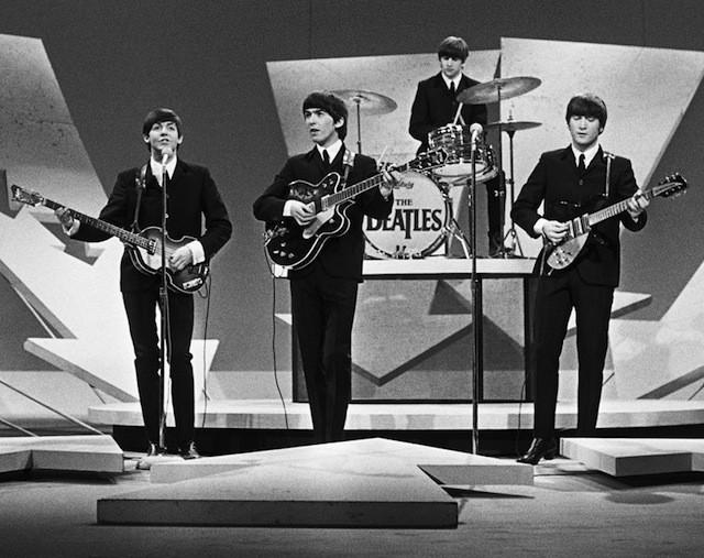 BTS bỗng hóa thành ban nhạc huyền thoại The Beatles - Ảnh 2.