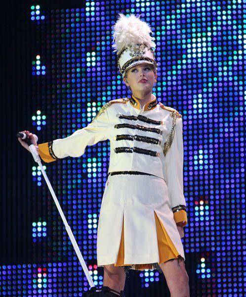Taylor Swif bị buộc tội bắt chước Beyoncé trong lễ trao giải Billboard Music Award - Ảnh 4.