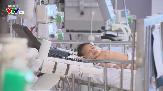 Bệnh nhi tim bẩm sinh phức tạp 2 tháng tuổi thoi thóp chờ sự giúp đỡ - Ảnh 2.