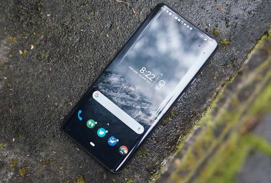 OnePlus 7 Pro vs Galaxy S10 Plus: kẻ tám lạng, người nửa cân! - Ảnh 2.