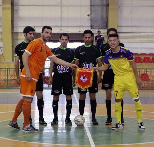 U20 futsal Việt Nam để thua nhà ĐKVĐ châu Á cấp CLB - Ảnh 1.
