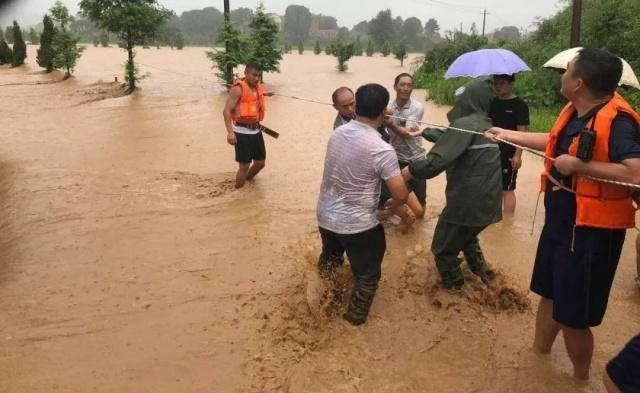Mưa lớn gây ngập lụt ở miền Nam Trung Quốc - Ảnh 2.