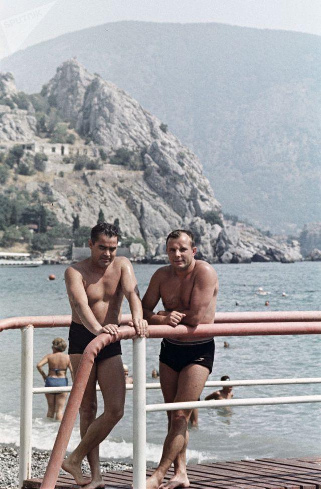 Ảnh hiếm về các hoạt động giải trí của giới trẻ Liên Xô trên bãi biển - Ảnh 14.