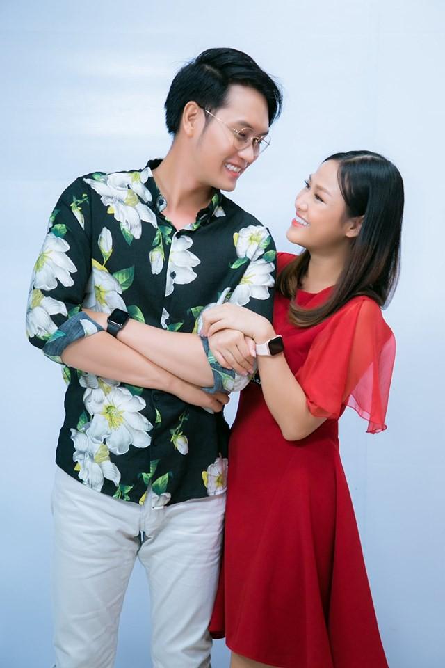 Tống Hạo Nhiên cầu hôn Trà Ngọc trên sóng truyền hình - Ảnh 1.