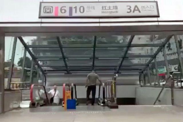 Nhà ga tàu điện ngầm có độ sâu bằng chiều cao tòa nhà 31 tầng - ảnh 1