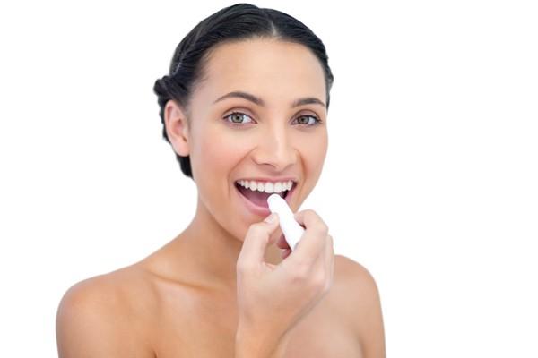 Bỏ túi 9 bí kíp giúp làn môi hồng luôn xinh tươi mềm mại - Ảnh 4.