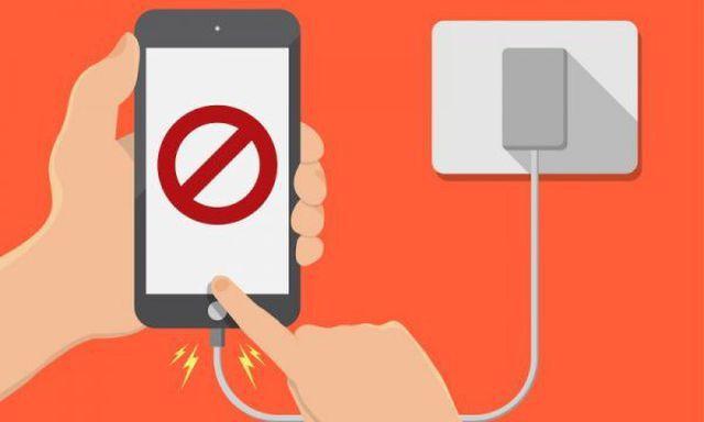 Những sai lầm của người dùng khiến iPhone nhanh hỏng hơn - Ảnh 1.