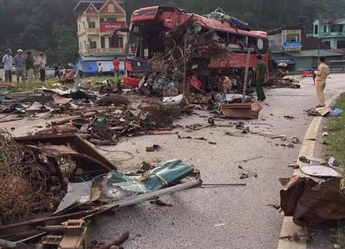 34 người thương vong trong vụ xe tải tông xe khách ở Hòa Bình - ảnh 1