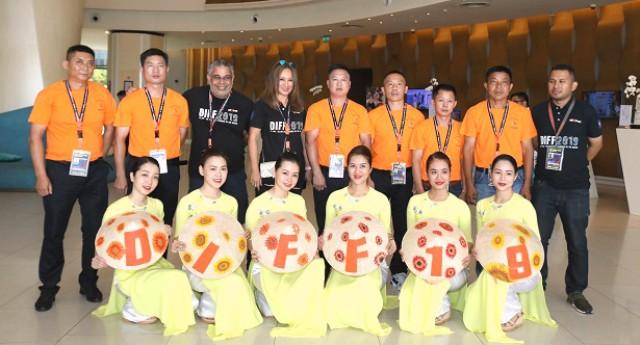 Đội Anh và Trung Quốc đã sẵn sàng cho đêm thi Sắc màu tại Lễ hội Pháo hoa quốc tế Đà Nẵng 2019 - Ảnh 1.