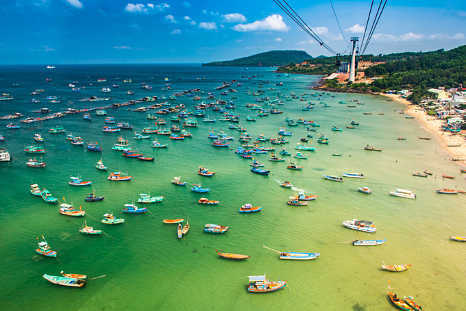 The longest oversea cable car situated on the Phu Quoc Island in southern Vietnam. (Photo: Shutterstock/Pavel Szabo)