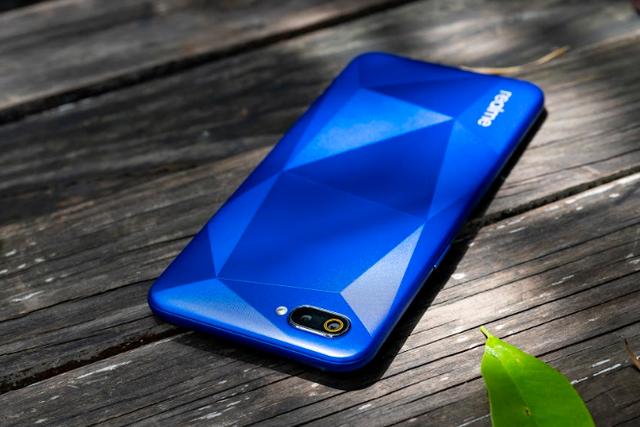 Realme C2 lên kệ với giá chỉ từ 2,79 triệu đồng: Thiết kế giọt nước, camera kép, pin 4.000 mAh - Ảnh 1.