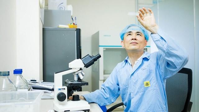 """TS. Nguyễn Hòa Anh: Nhà khoa học tâm huyết với bào tử lợi khuẩn """"Made in Vietnam"""" - Ảnh 1."""