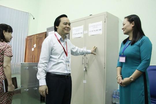 Bộ trưởng Phùng Xuân Nhạ kiểm tra kỳ thi THPT Quốc gia tại Đăk Lăk - Ảnh 1.