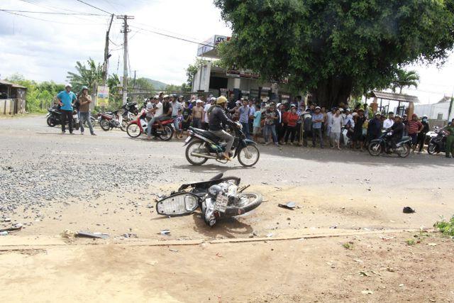 Đắk Lắk: Xe tải gây tai nạn liên hoàn khiến 2 người thương vong, 600 hộ dân mất điện - Ảnh 2.