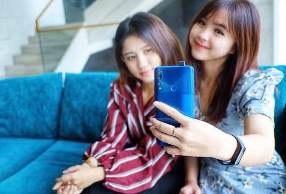 Loạt smartphone tầm trung nổi bật tại Việt Nam giữa 2019 - Ảnh 4.