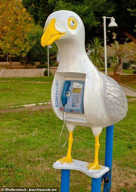 Chiêm ngưỡng những bốt điện thoại kì lạ nhất thế giới - Ảnh 1.