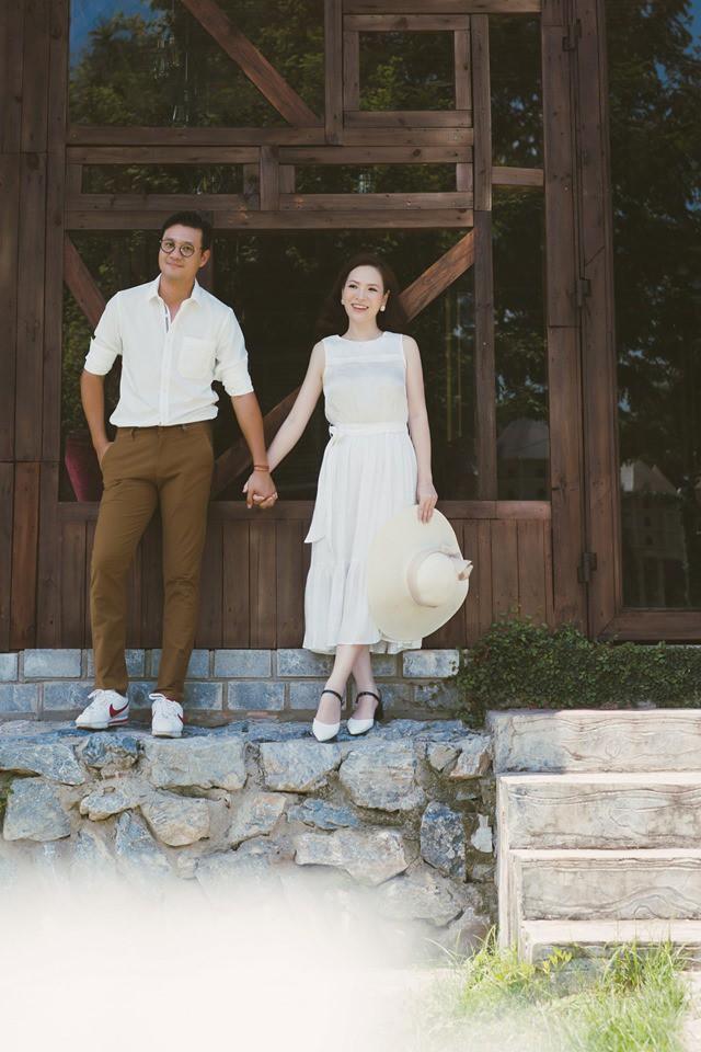 Đan Lê tung bộ ảnh ngọt ngào bên chồng, bật mí mối tình hơn 20 năm với Khải Anh - Ảnh 1.