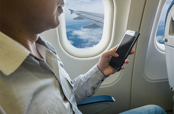 Chuẩn bị cho chuyến bay đường dài, bạn đừng quên những vật dụng này - Ảnh 4.