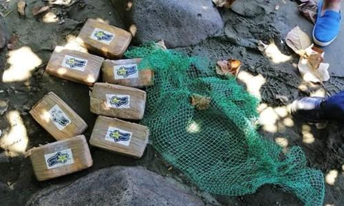 Nhiều bánh ma túy trị giá hàng nghìn USD dạt vào bờ biển Philippines - Ảnh 1.