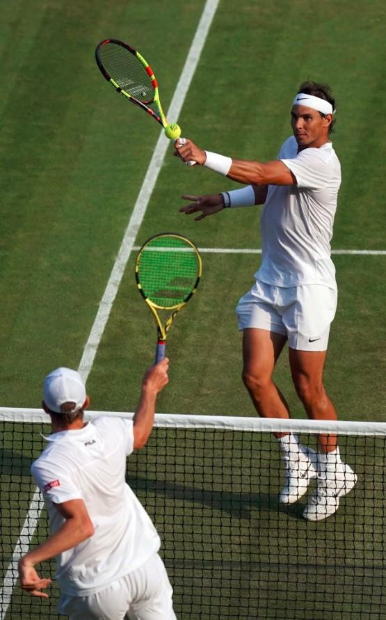 Wimbledon 2019: Thắng áp đảo Querrey, Nadal tạo nên trận bán kết trong mơ với Federer - Ảnh 1.