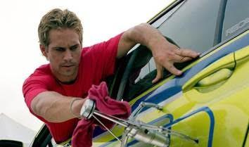 Nhìn lại hành trình 18 năm của series phim hành động tốc độ Fast & Furious - Ảnh 2.