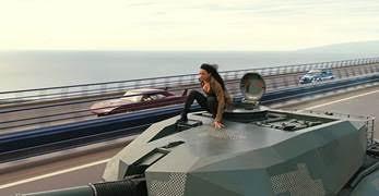 Nhìn lại hành trình 18 năm của series phim hành động tốc độ Fast & Furious - Ảnh 6.
