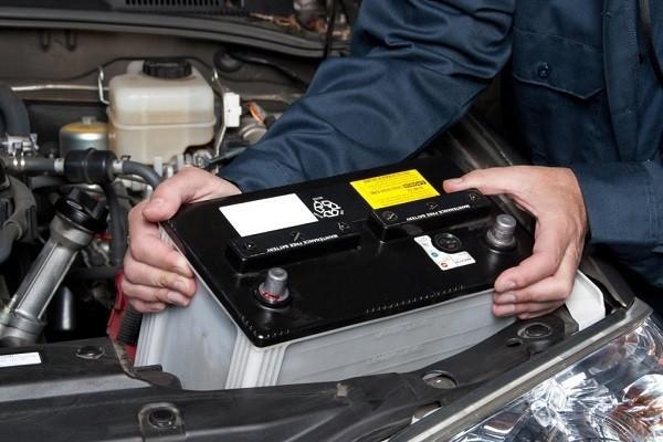 Dấu hiệu nhận biết bình ắc quy trên xế yêu chuẩn bị đình công - ảnh 1