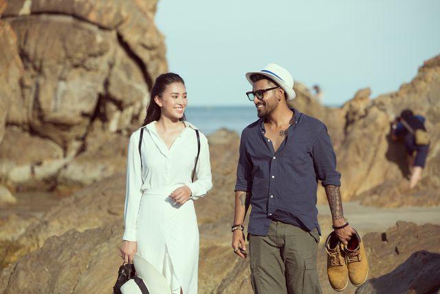 Hoa hậu Tiểu Vy bị bắt gặp dạo biển cùng trai Tây - Ảnh 3.