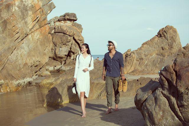 Hoa hậu Tiểu Vy bị bắt gặp dạo biển cùng trai Tây - Ảnh 6.