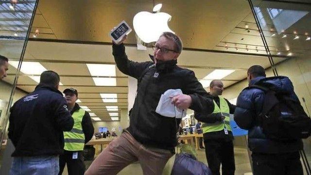 Lòng trung thành người dùng với iPhone thấp chưa từng thấy - Ảnh 1.