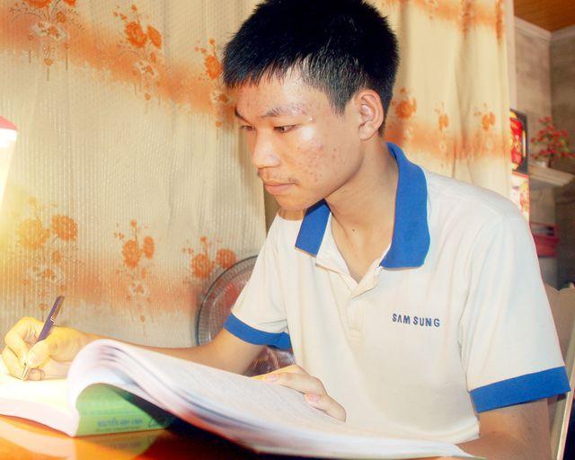 Nghệ An: Đạt 28,3 điểm khối A1, cậu học trò nghèo nuôi ước mơ thành lập trình viên - Ảnh 1.