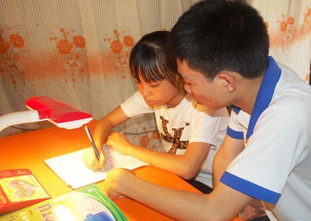 Nghệ An: Đạt 28,3 điểm khối A1, cậu học trò nghèo nuôi ước mơ thành lập trình viên - Ảnh 3.
