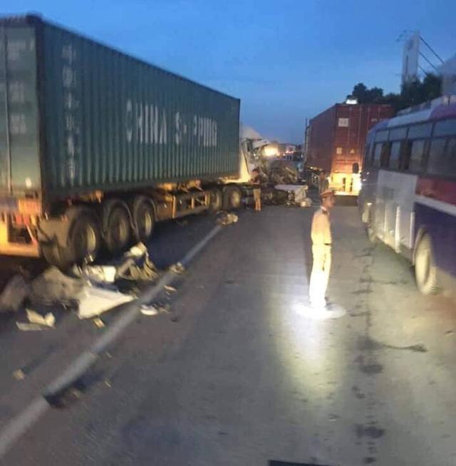 Hải Dương: Lại xảy ra tai nạn giao thông gây ùn tắc hàng giờ ở Quốc lộ 5 - Ảnh 1.