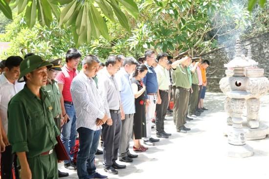 Nghệ sĩ Xuân Bắc và Tự Long tham gia lễ khởi công xây dựng điểm trường Pa Choong - Ảnh 4.