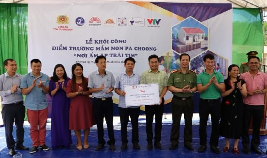 Nghệ sĩ Xuân Bắc và Tự Long tham gia lễ khởi công xây dựng điểm trường Pa Choong - Ảnh 2.