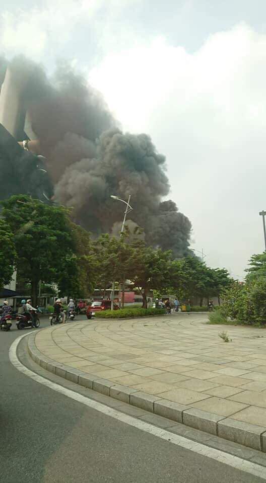 Cháy lớn ngùn ngụt gần Aeon Mall Long Biên, Hà Nội - Ảnh 11.