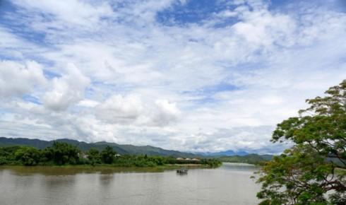 The Huong river hugs Ha Khe hill where Thien Mu pagoda lies on (Photo: Thu Hang/VOV)