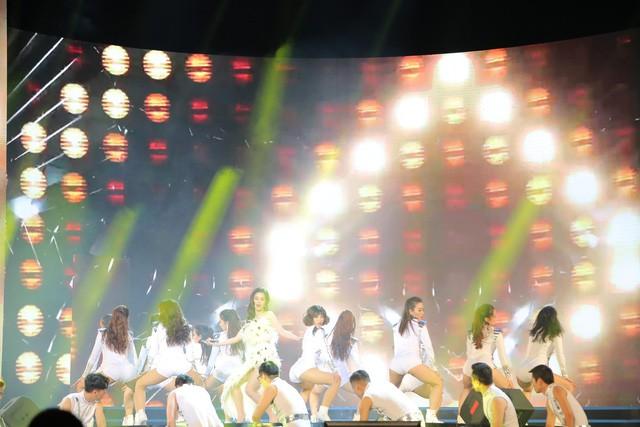 Đông Nhi nhảy cực sung tại Đại nhạc hội ASEAN - Nhật Bản - Ảnh 1.