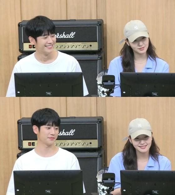 Kim Go Eun tiết lộ tính cách thật của Jung Hae In - Ảnh 1.