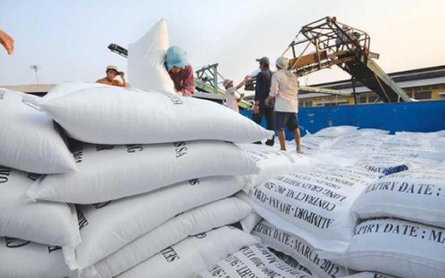 Giá gạo Việt Nam đi xuống do nhu cầu từ Trung Quốc giảm mạnh - Ảnh 1.