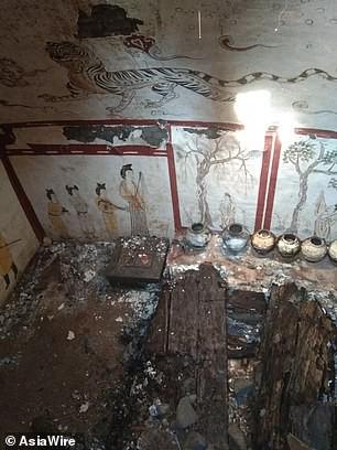 Phát hiện ngôi mộ hoàng gia 1.300 tuổi bị chôn vùi dưới sân trường tiểu học - Ảnh 4.
